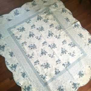 Gorgeous Scalloped Edged Quilt